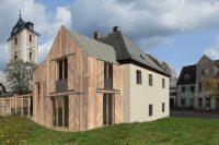Adaptace fary v Kovářské, pohled ze zahrady, architekti Jan Hanzlík a Jan Kolman